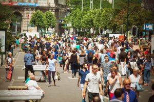 crowd-debrouckere-pietonnier-foot-walk-marcher-centre-ville-mayeur-boulevrd-anspach-foule-marcheurs-promeneurs-urbanisme-city-bruxelles-brussels2-750x500
